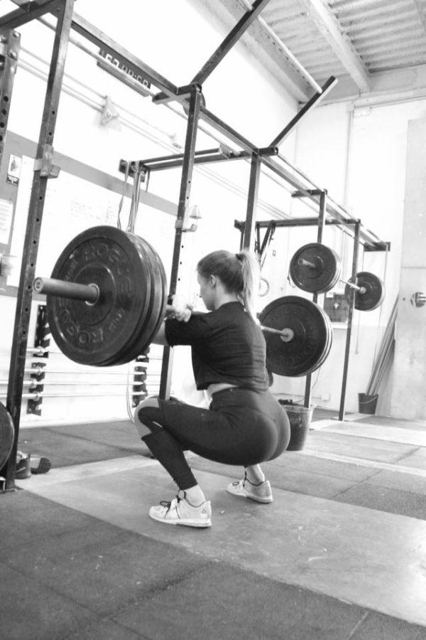 Front squat o sentadilla con piernas por delante